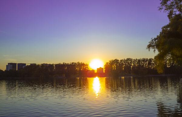 2-sun_on_lake